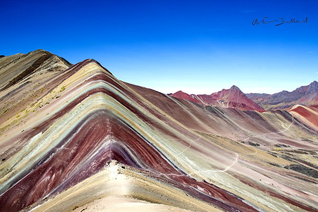 Montaña de 7 Colores: Matando a la Gallina de los Huevos de Oro
